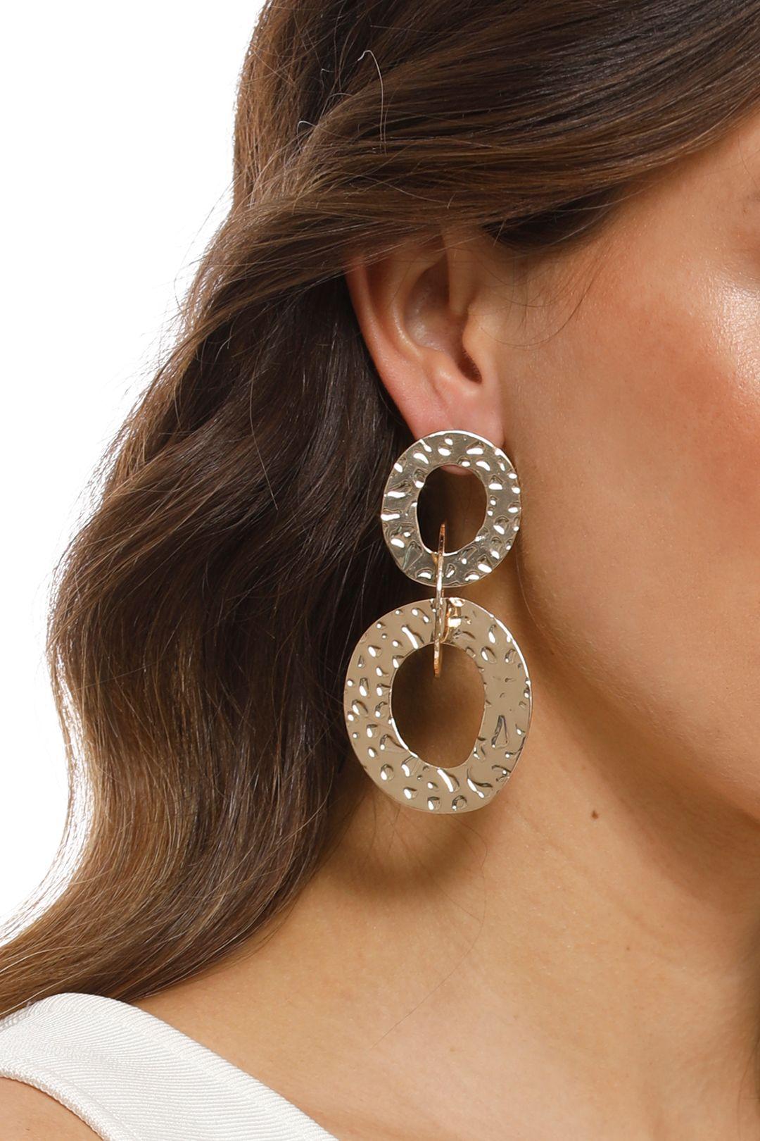 Adorne - Beaten Rings Link Earrings - Gold - Product