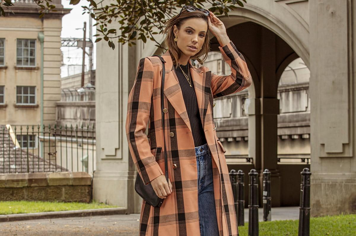 model wearing winter pasduchas coat